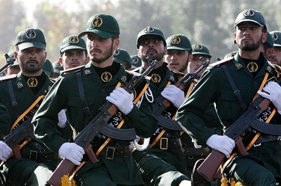 İran, Suriye'deki olayların ilk aşamasından itibaren rejime askeri desteğini yoğunlaştırdı.