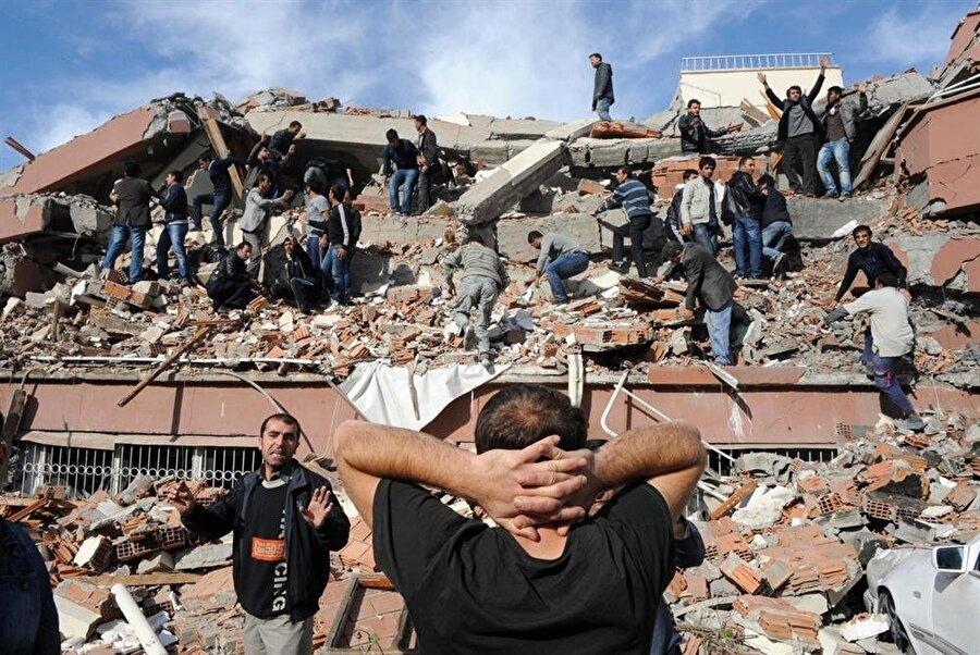 1999 yılında gerçekleşen Marmara Depreminden geriye milyonlarca insanın yüreğindeki acılar kaldı.