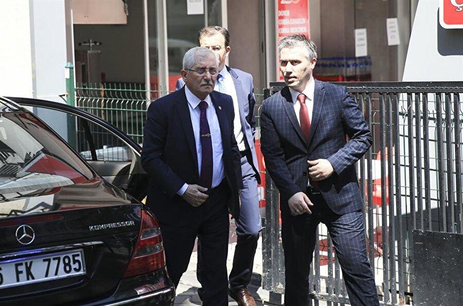 YSK Başkanı Sadi Güven, Yüksek Seçim Kurulu'na girişi sırasında basın mensuplarına açıklamalarda bulundu.