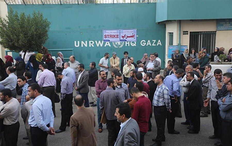 UNRWA'ya kayıtlı Filistinli mültecilerin yaklaşık üçte biri Gazze'de bulunuyor.