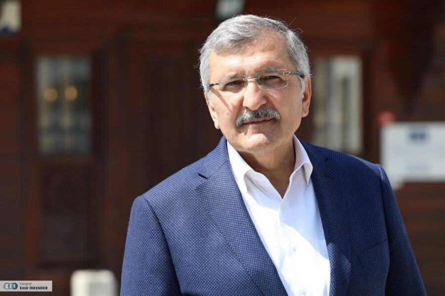 Belediye Başkanlığı görevinin yanı sıra halen Avrupa Konseyi Yerel ve Bölgesel Yönetimler Meclisi Üyeliği, Türkiye Belediyeler Birliği Yönetim Kurulu Üyeliği, Marmara ve Boğazları Belediyeler Birliği Başkanvekilliği, Türk Dünyası Belediyeler Birliği yönetim kurulu üyeliği yapmaktadır.