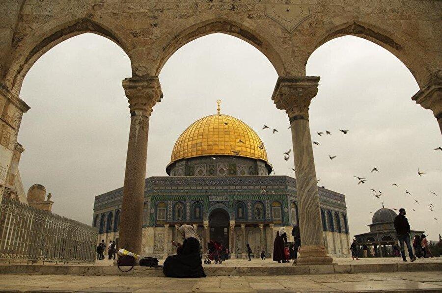 Tamamen yıkılmadan bugüne gelen en eski İslâm eseri olma özelliğini taşıyan Kubbet'us Sahra, Emevi Halifesi Abdulmelik bin Mervan tarafından inşa ettirilmiş. (Fotoğraf: İsmail Çağılcı)