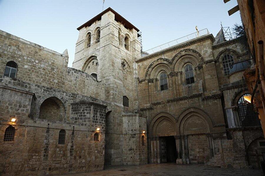 """Hıristiyanlar'ın, Hz. İsa'nın çarmıha gerildiği, kefenlendiği ve yeniden dirildiği yer olduğuna inandığı Kutsal Kabir Kilisesi, """"Kıyame Kilisesi"""" olarak da biliniyor. (Fotoğraf: İsmail Çağılcı)"""