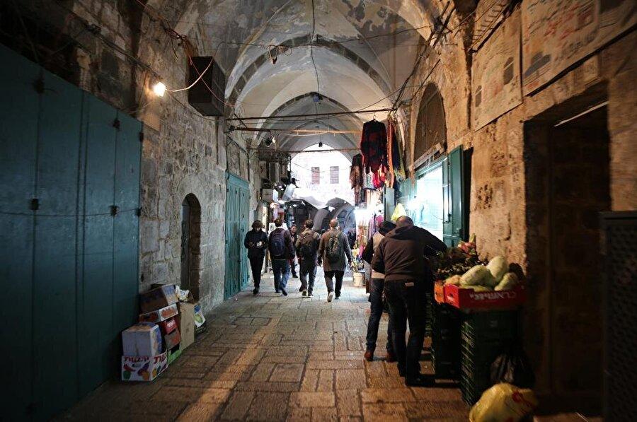 Eski şehir sınırlarında içinde bulunan görülesi mekanların neredeyse tamamı yürüyerek gidilebilecek mesafede. (Fotoğraf: İsmail Çağılcı)