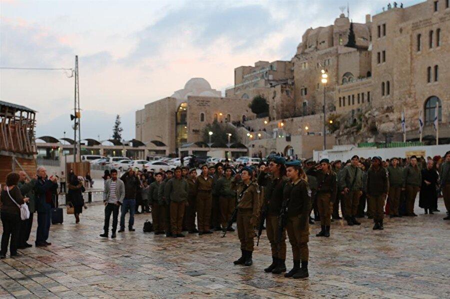 İşgalci İsrail'in askerlerine şehirdeki hemen her köşebaşında rastlayabilirsiniz. (Fotoğraf: İsmail Çağılcı)