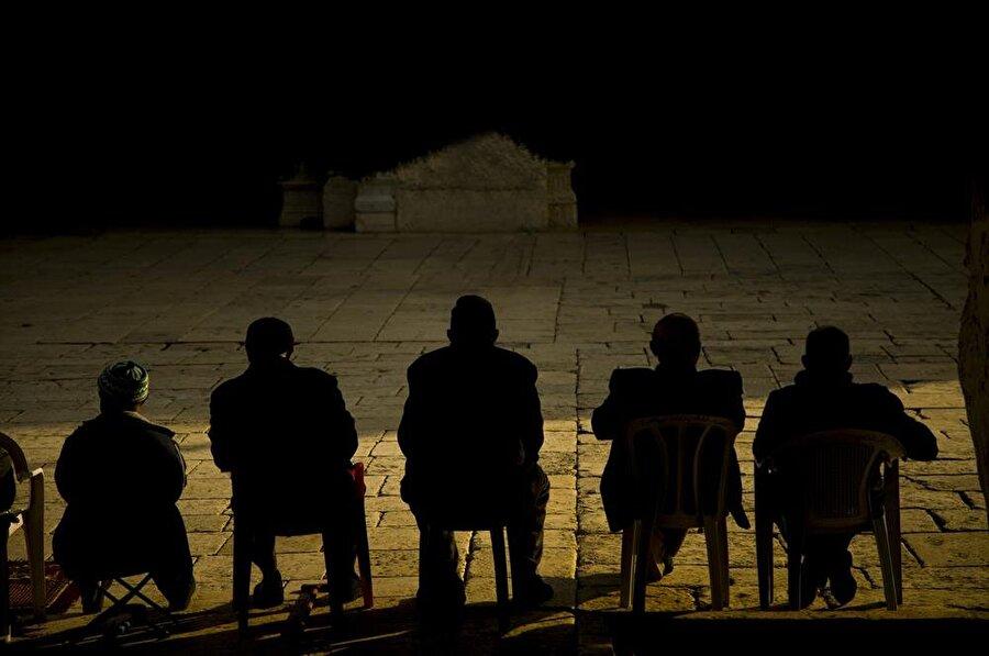Kudüs'te yaşayan ve gezmek için şehre gelen Müslümanlar, Mescid-i Aksa'da oldukça fazla zaman geçiriyorlar. (Fotoğraf: İsmail Çağılcı)