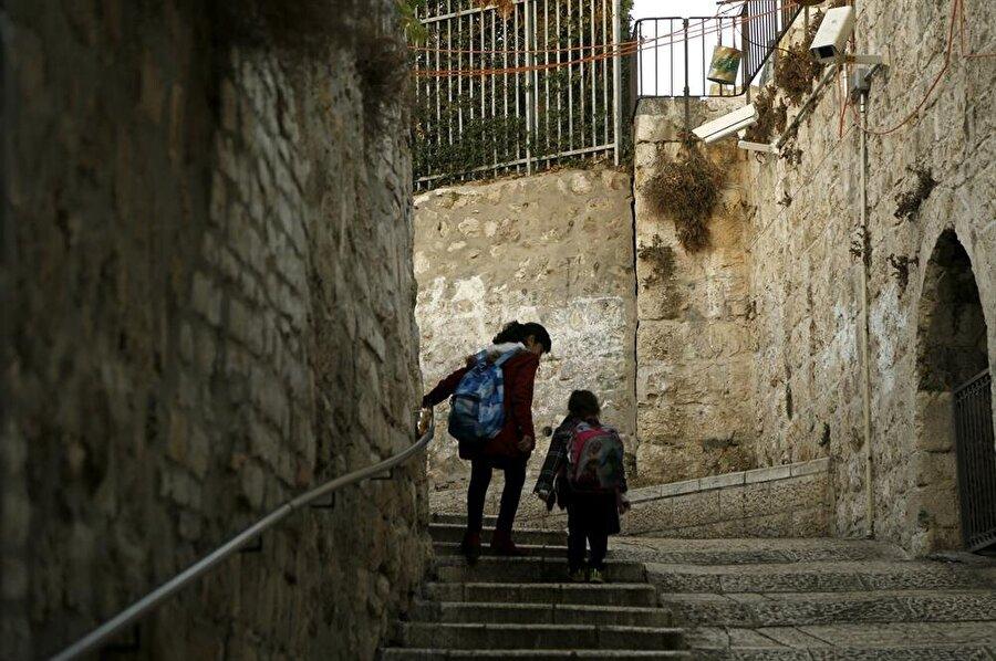 Kudüs'ün merdivenleri de en az dar sokakları kadar gizemli. (Fotoğraf: İsmail Çağılcı)