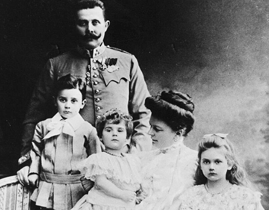 Franz Ferdinand, eşi Sophie ve çocukları Ernst, Sophie ve Maximillian.