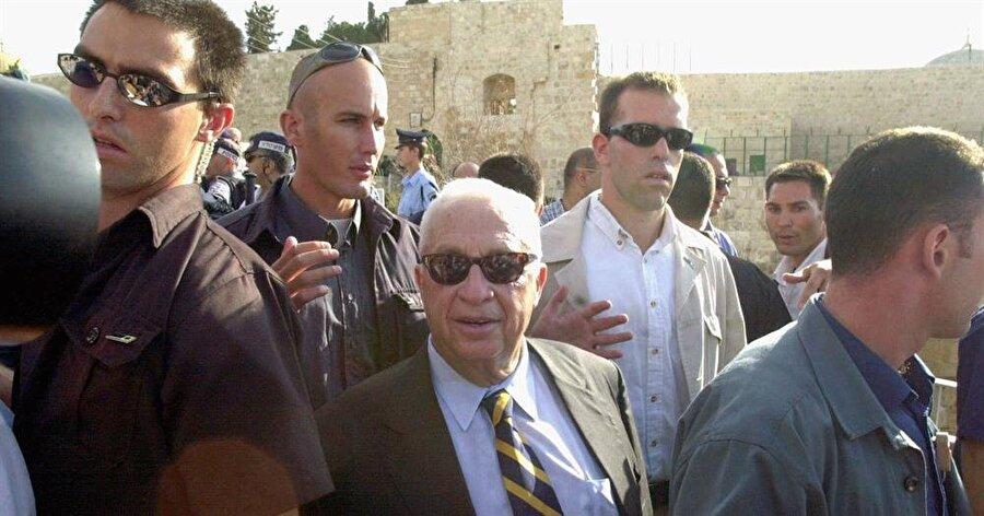 """Şaron'un Aksa'ya gerçekleştirdiği provokatif ziyaret, """"İkinci İntifada""""nın başlamasına yol açmıştı."""