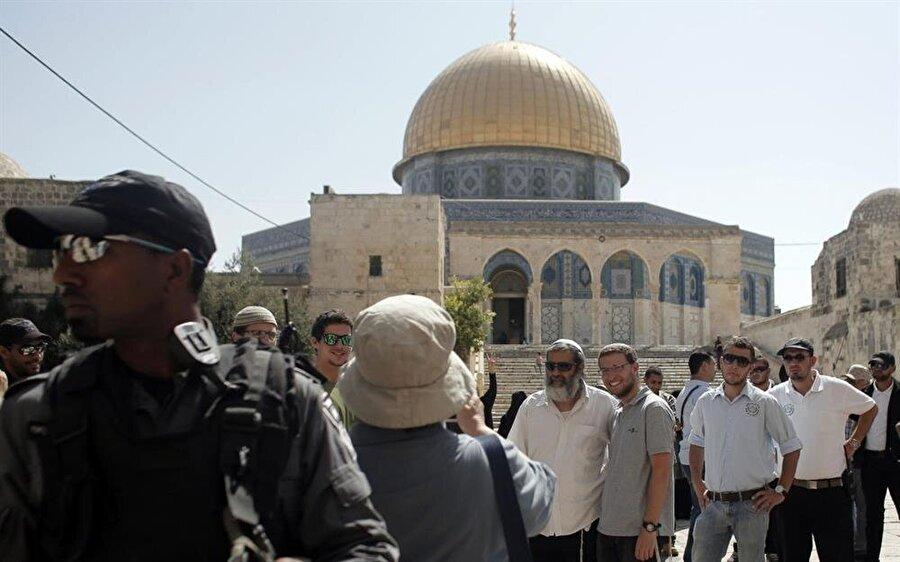 Filistinliler, El Halil'deki Halilurrahman Camii gibi, Aksa'nın da bir kısmının sinagoga çevrilmesinden korkuyor.