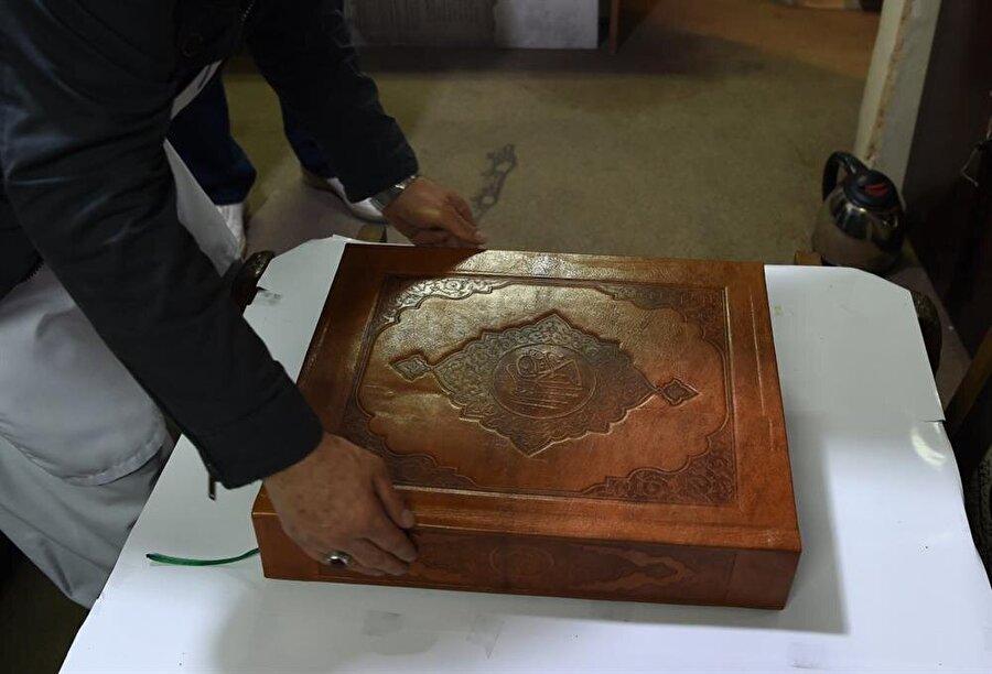 İpek Kur'an'ın alıcı bulması Afganistan'da geleneksel sanatları icra eden sanatçılara maddi imkan sağlayacak.