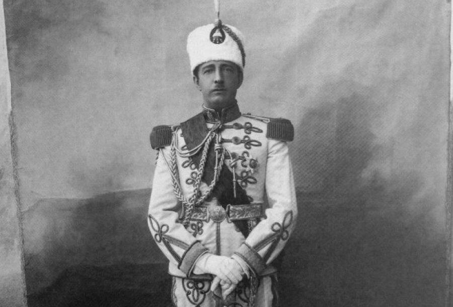 Dönemin Arnavutluk Kralı Ahmet Zogo, ülkeyi işgal eden İtalyanlar tarafından sürgüne gönderildi.