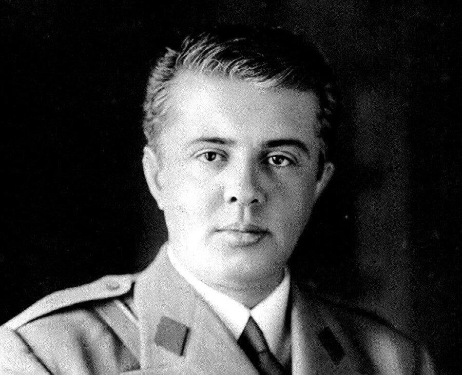 Enver Hoca dönem dönem farklı komünist idarelerden etkilense de ilerleyen yıllarda kendisine has bir yönetim anlayışını ortaya koydu.