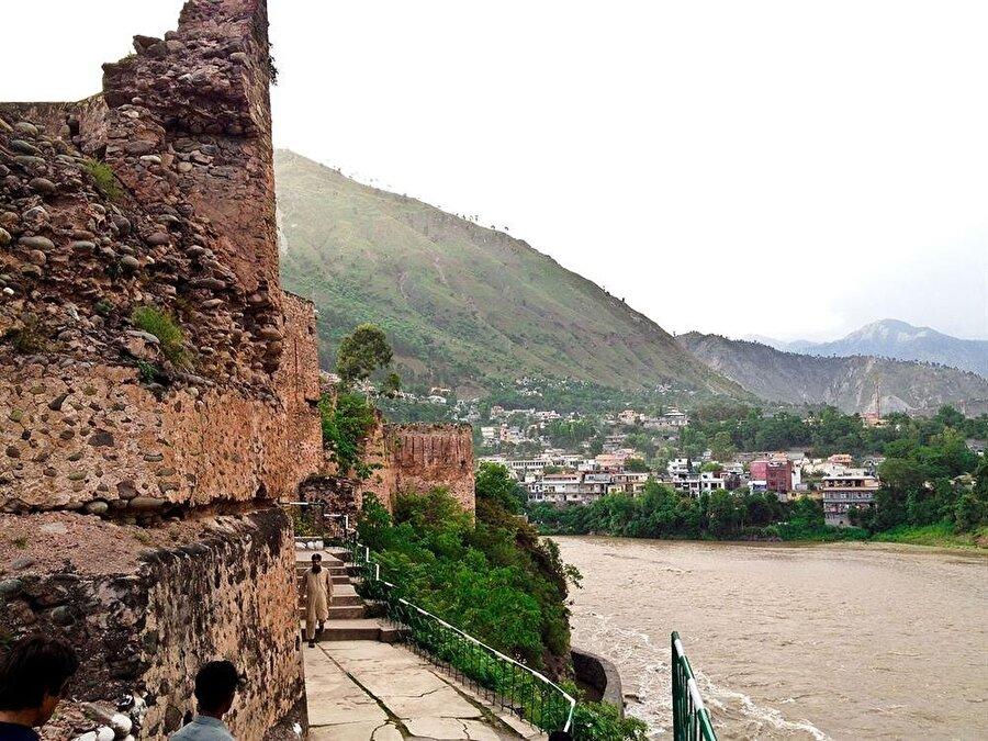 """""""Kızıl Kale"""", Muzafferabad'da yer alan az sayıda tarihi eserden biri."""