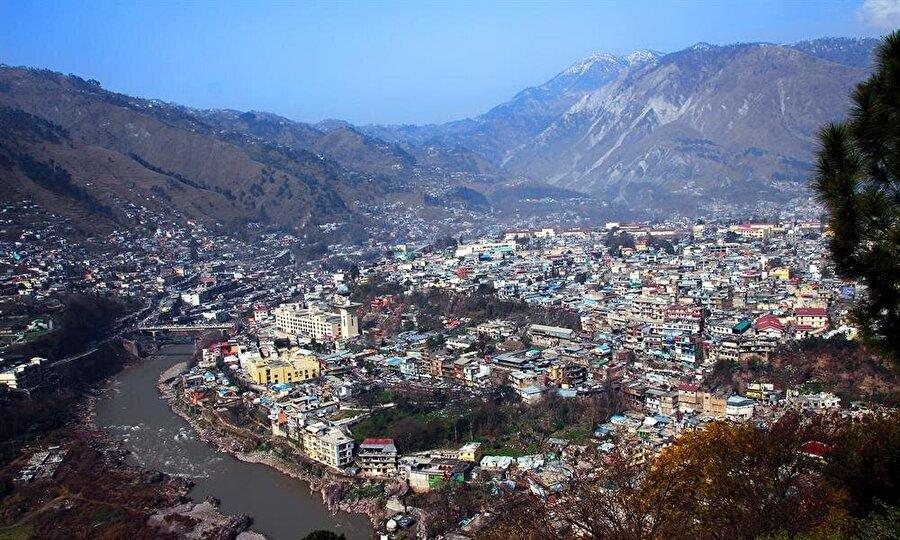 Muzafferabad, ismini kurucusu Muzaffer Şah'tan alıyor.