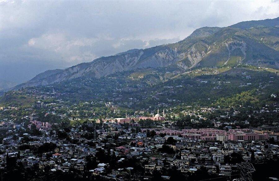 Siyasi gerilime rağmen, Muzafferabad'ın inşa ve imarına devam ediliyor.