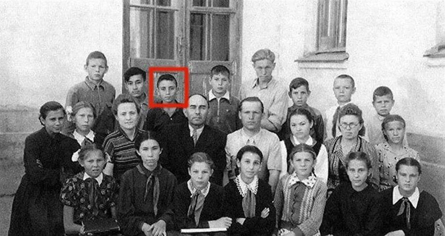 Cahar Dudayev henüz bebekken ailesiyle birlikte sürgüne gönderilmiş ve 12 yaşına değin sürgün hayatı yaşamıştı.