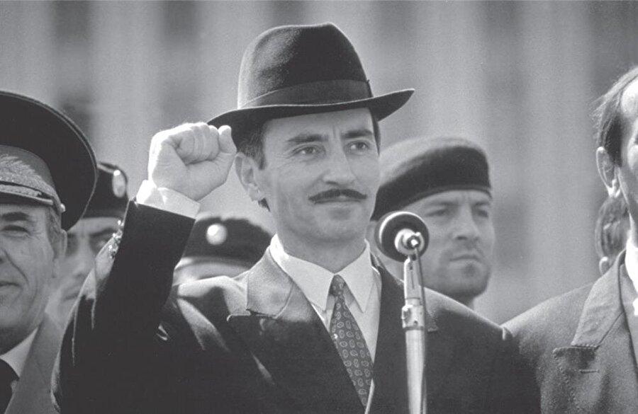 Dudayev yalnızca Ruslarla değil, Çeçenistan içindeki Rus yanlısı muhaliflerle de mücadele etti.