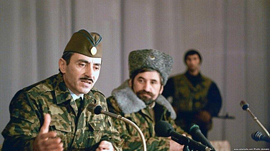 Dudayev, Sovyet ordusu içinde yüksek mertebelere ulaşmış, başarılı bir komutandı.