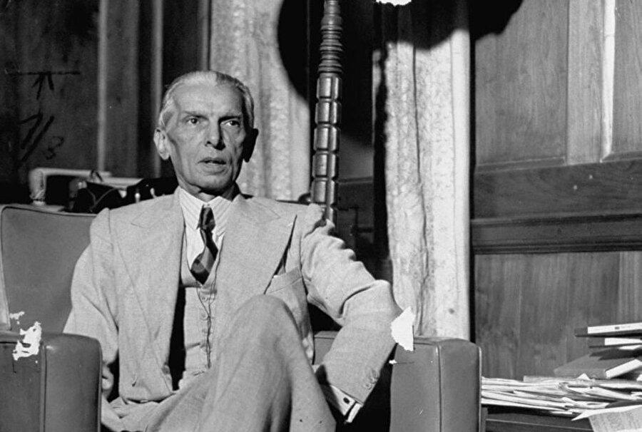 """Bağımsız Pakistan'ın kurucusu olarak görülen ve bu sebeple """"Kaid-i Azam"""" olarak anılan Muhammed Cinnah."""