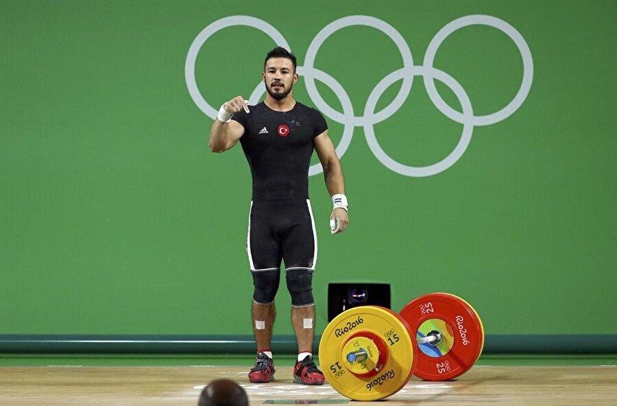 Milli sporcu disiplinsiz davranışlarıyla dikkatleri üzerine çekiyor.