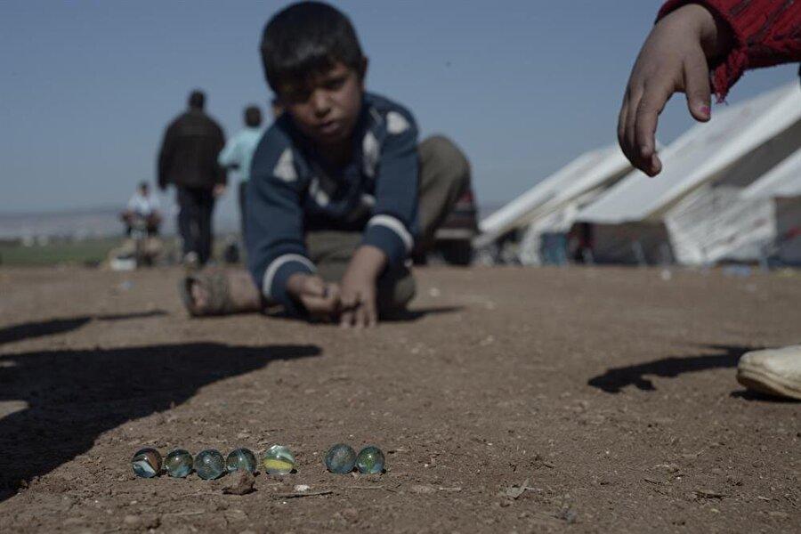Avrupa Birliği ülkelerine giden mülteci çocuklardan 10 binden fazlası kaybolmuş olması çocukların fuhuş ve organ çetelerinin eline düştüğü tahmin ediliyor.