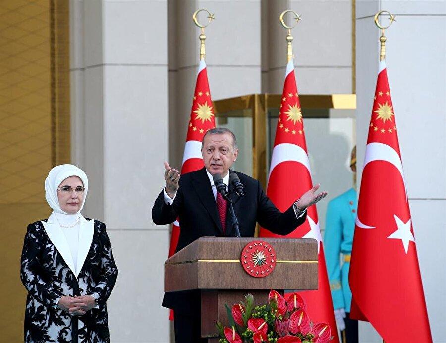 """Erdoğan, """"Bizim gönül sınırlarımızın hududu yoktur. İşte bugün buradaki şu manzara, gönül sınırlarımızın genişliğinin en somut örneğidir."""" dedi."""