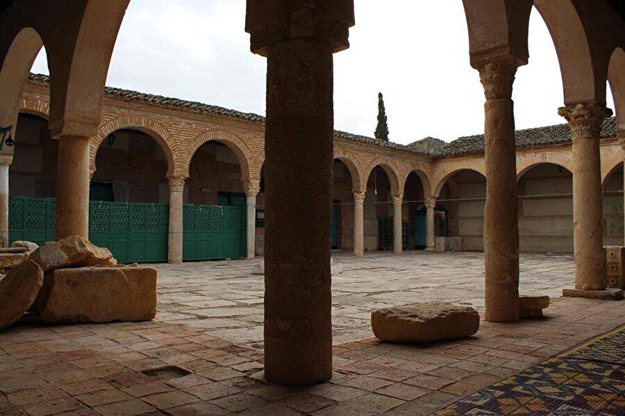 Testûr Ulu Camii'nin iç avlusu. (Fotoğraf: Yusuf Sami Kamadan)