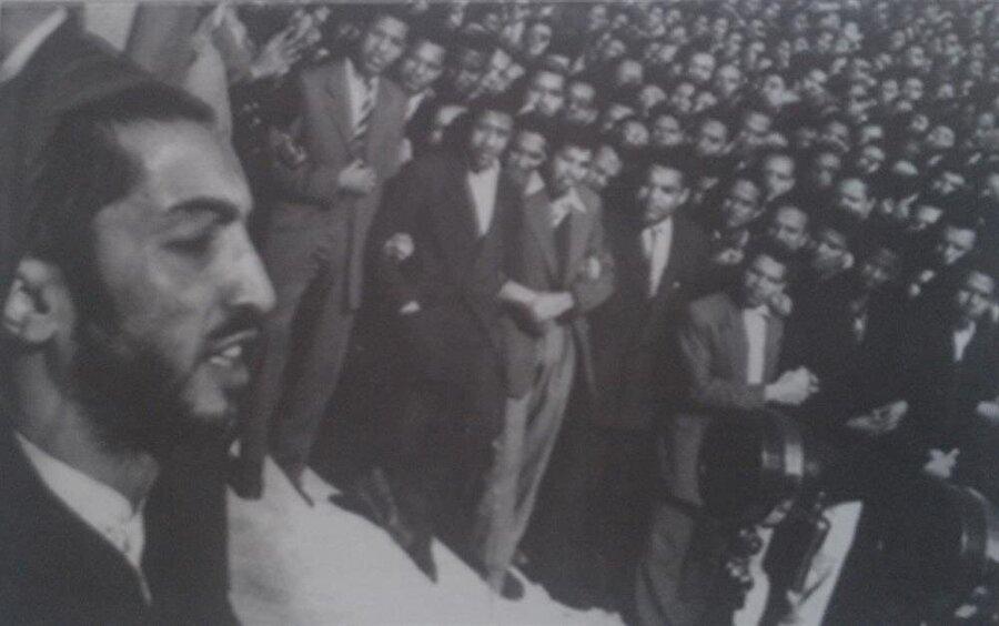 Nevvab Safevi, kısa zamanda geniş kitlelere hitap etmeye başlamıştı.