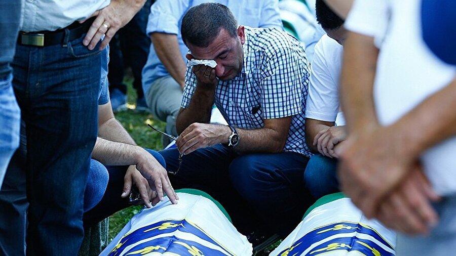 Srebrenitsa'da, en az 8 bin 372 Boşnak sivilin katledildiği biliniyor.
