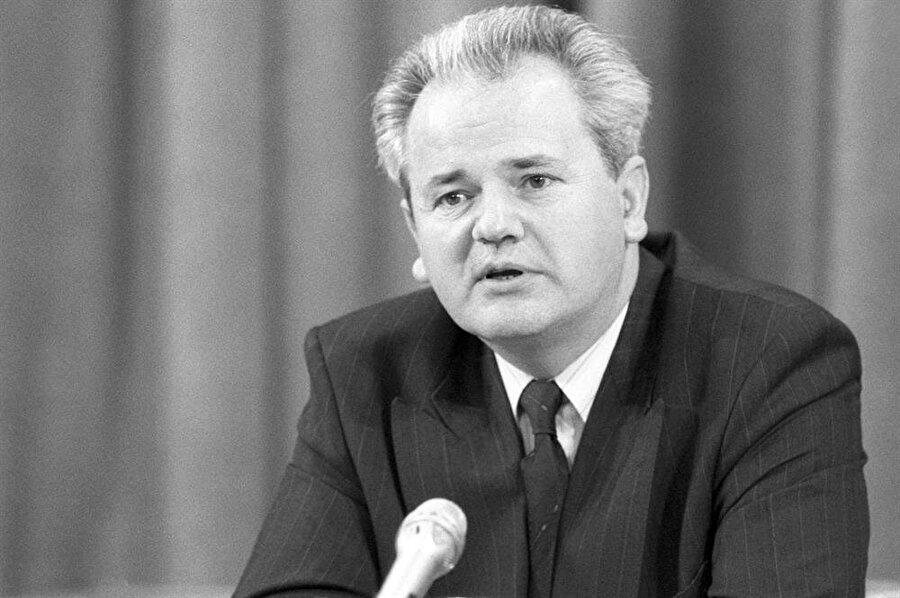 Slobodan Milosevic'in saldırgan politikaları, bölgedeki gerilimi zirveye tırmandırdı.