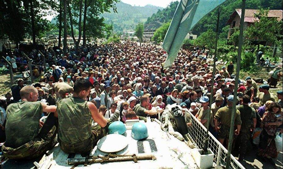 Srebrenitsa merkezinde 400 Hollandalı asker vardı.