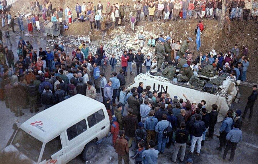 Srebrenitsa, 16 Nisan 1993 tarihli BMGK kararıyla güvenli bölge ilan edilmişti.