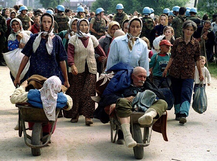 Srebrenitsa'daki Boşnaklar, adeta düşmanlarının insafına terk edilmişlerdi.