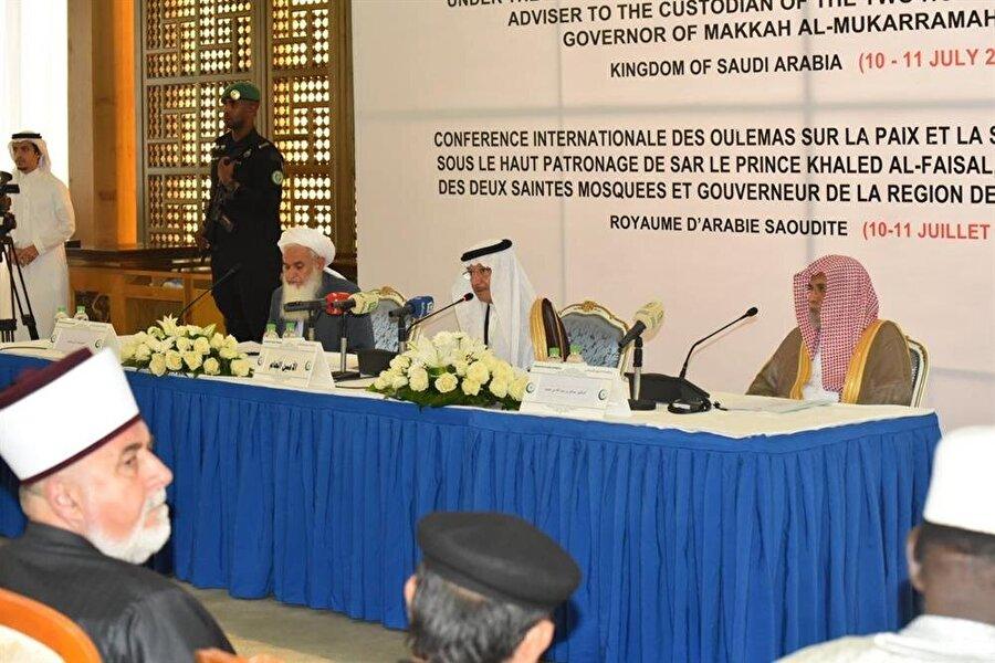 Toplantı'da Afganistan'da barışın tesis edilmesi için ne gibi önlemlerin alınması gerektiği konuşuldu.