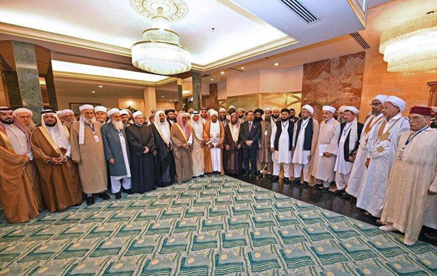 Toplantıya İslam coğrafyasından birçok alim iştirak etti.