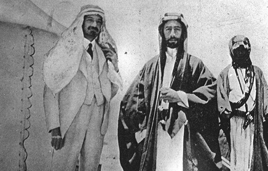 Faysal ve Weizmann (Solda), Akabe'de gerçekleştirdikleri görüşmede Filistin topraklarında bir Yahudi devleti kurulması konusunda anlaşmışlardı.