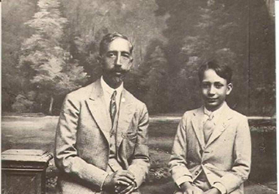 Kral Faysal ve oğlu Veliaht Prens Gazi.