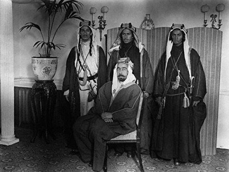 Şerif Hüseyin'in dört oğlundan biri olan Abdullah (Oturan), Osmanlı'ya karşı isyanın fitilini ateşleyen saldırının başındaki isimdi.