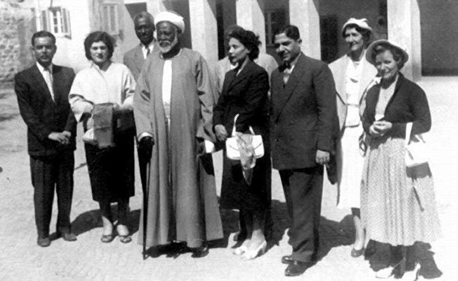Abdurrahman, dış ilişkileri güçlendirmek için Avrupa ülkelerini ziyaret etmiştir.