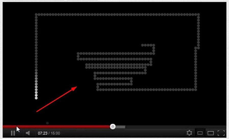 YouTube'ta yılan oyunu oynamak için video dolarken sol ya da sağ ok tuşuna basmak gerekiyor.
