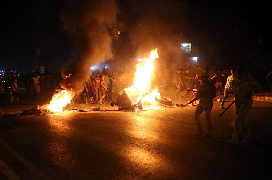 Düzenlenen gösteriler sırasında güvenlik güçleri ve Iraklılar arasında çatışmalar da yaşandı. (Abdullah Dhıaa Al-Deen / Reuters)