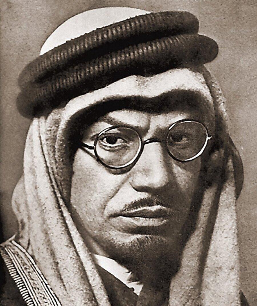 Müslüman olduktan sonra Suudi Arabistan'a yerleşen Muhammed Esed, geçtiğimiz yüzyılın birçok önemli siması ile bizzat tanışmıştı.