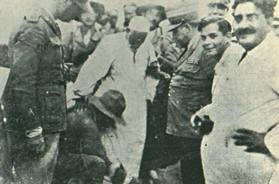 Ömer Muhtar'ın İtalyanlar tarafından tutsak alındıktan sonraki bir fotoğrafı.