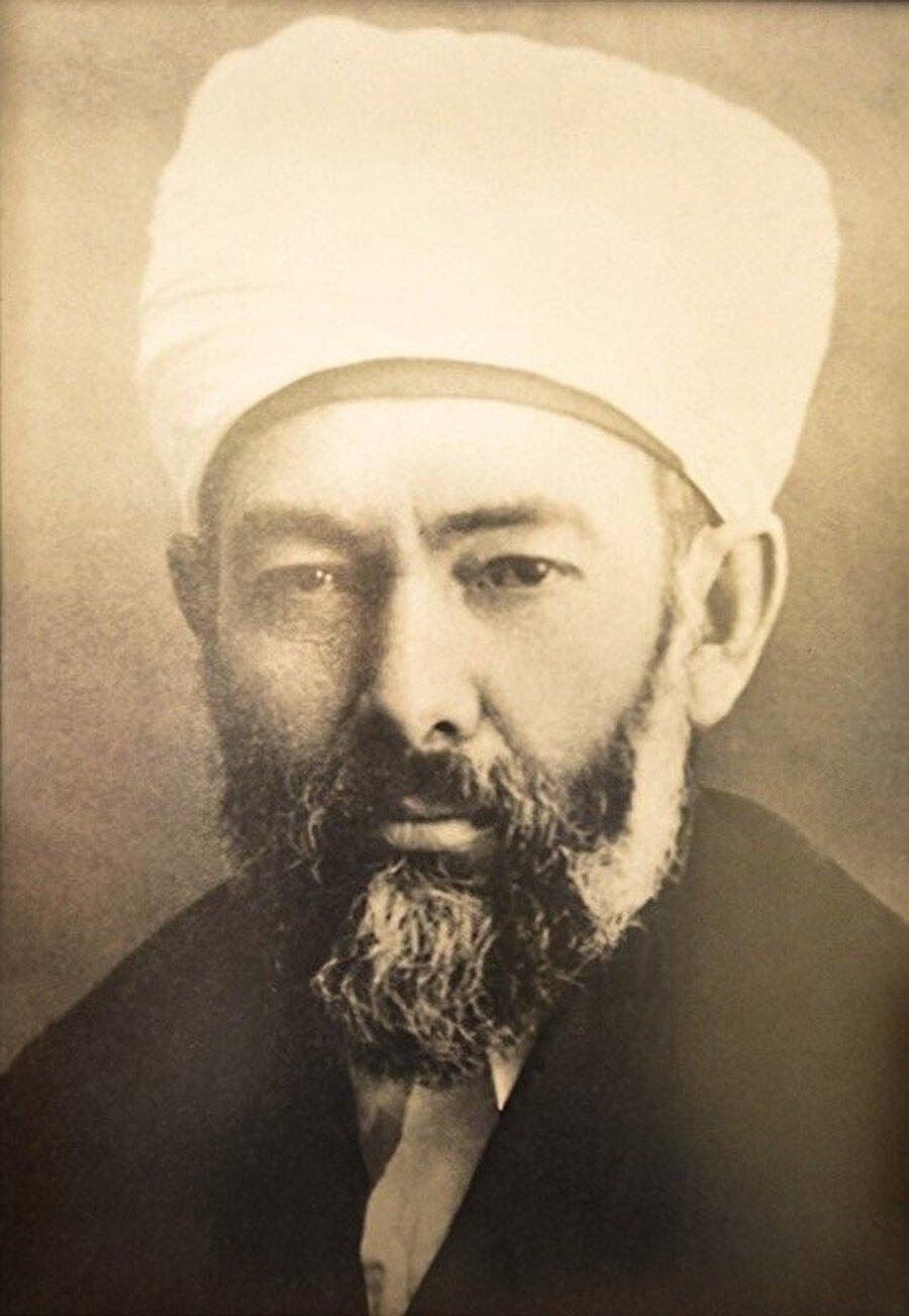 Mustafa Sabri Efendi, Elmalılı Hamdi Yazır ile birlikte İttihat ve Terakki partisinde beraber çalıştı.