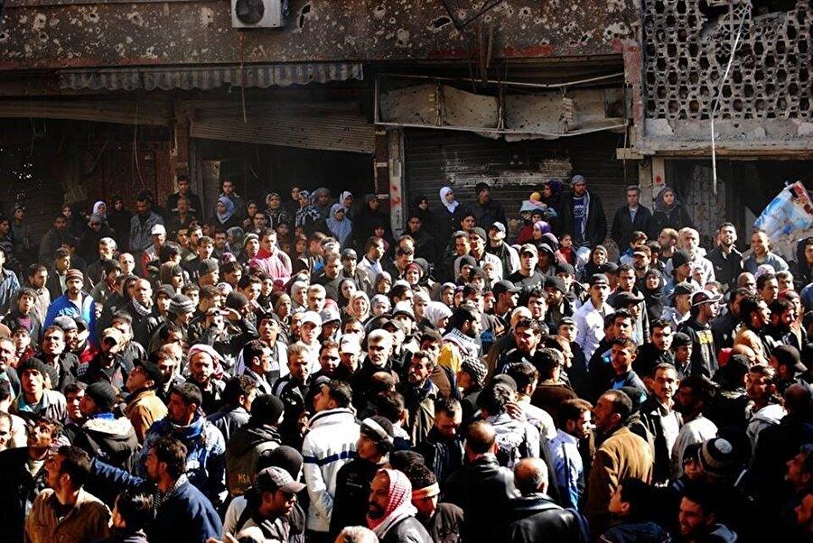 Yermük, yaklaşık iki yıllık kuşatmanın ardından Esed güçlerince ele geçirildi ve Filistinli mülteciler bir kez daha yerlerinden edildi. (Fotoğraf: Niraz Said)