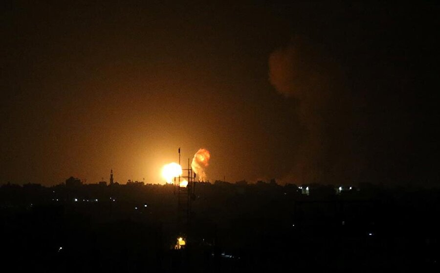 Hamas askeri noktalarını hedefleyen hava saldırıları sonucu 4 kişi hayatını kaybederken 120 kişi yaralandı. (Fotoğraf: Reuters)