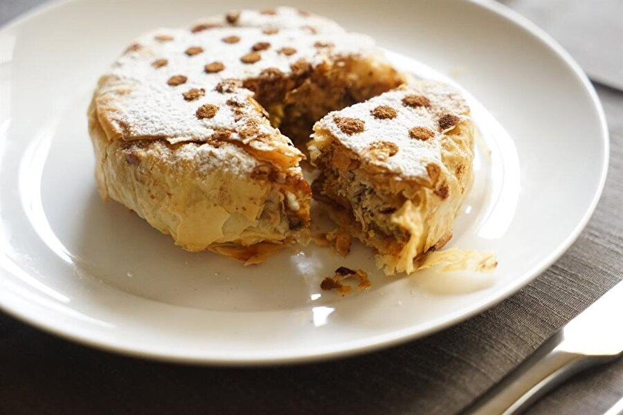 Pastillada hem tavuk etini hem de tarçını bir arada bulmak mümkün.