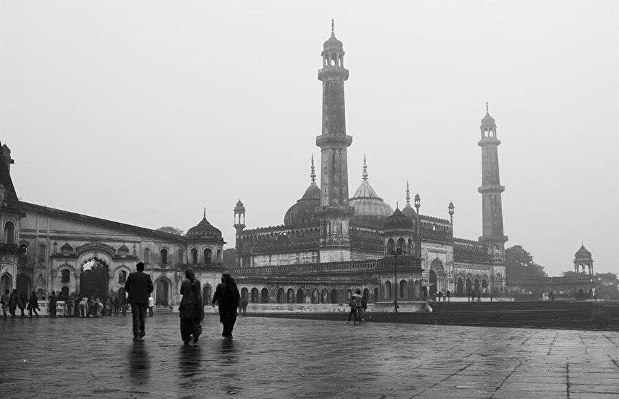 Bara İmambara, Lucknow'un en çok ziyaret edilen yeri durumunda.