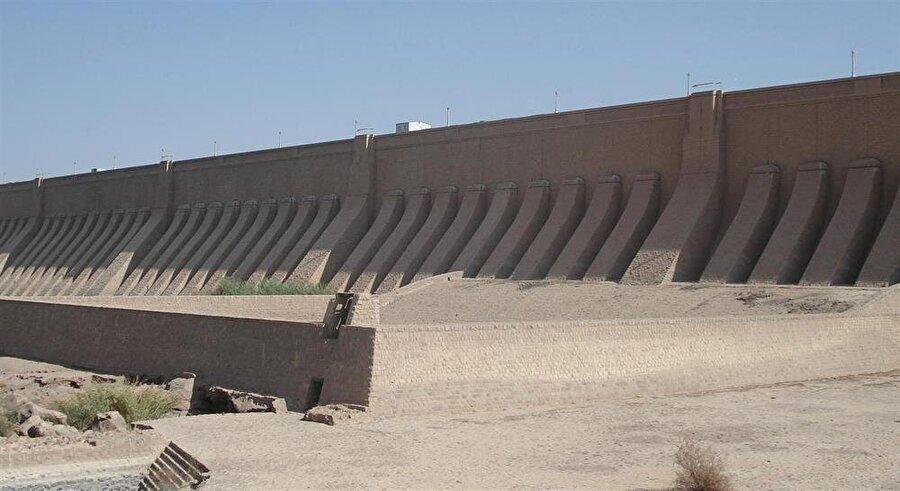 Asvan Barajı, İngilizlerin 1902'de açtığı eski barajın yakınlarına inşa edilmişti.